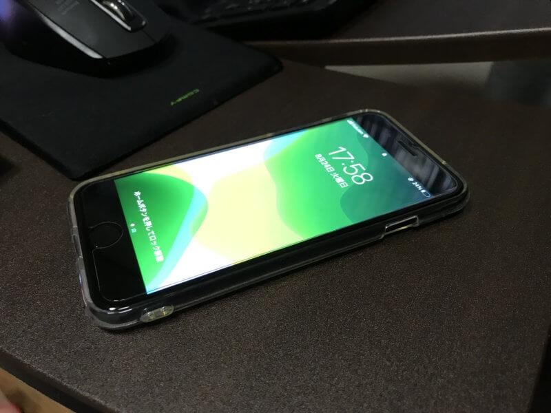 クリアケースをつけたiPhone